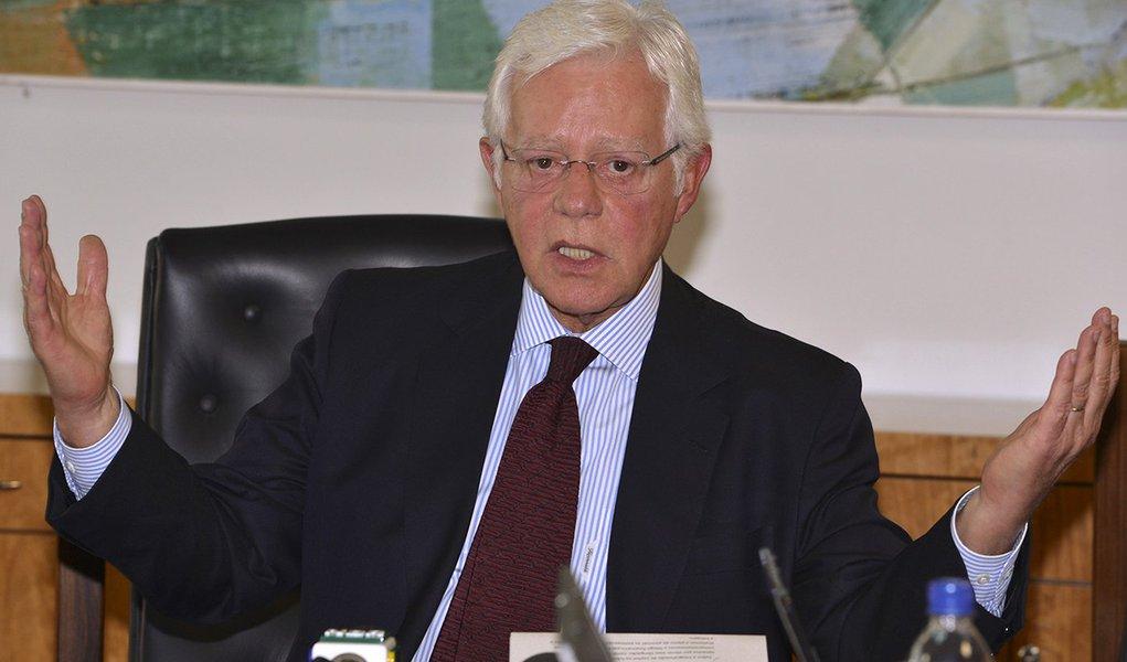 Brasília - O ministro da Secretaria de Aviação Civil, Moreira Franco, durante coletiva após reunião sobre os estudos de concessão dos aeroportos do Galeão e Confins