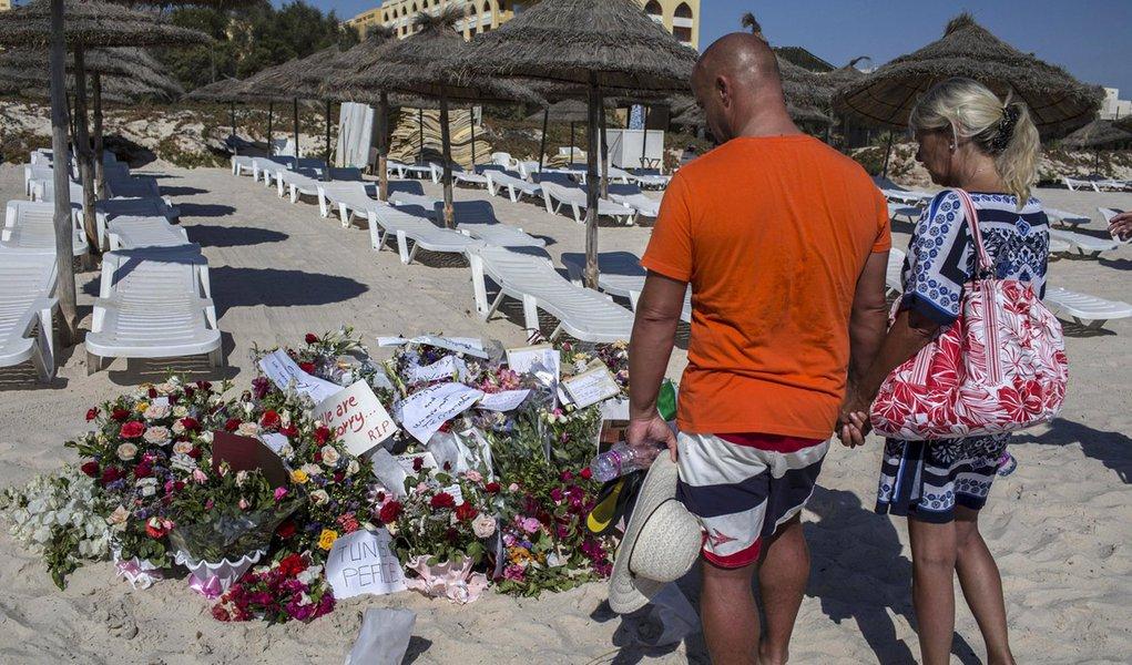 Homenagem aos mortos em ataque a hotel na Tunísia. 29/06/2015 REUTERS/Zohra Bensemra