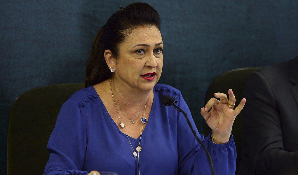Brasília - A ministra Kátia Abreu e secretários, dão coletiva sobre a reabertura de mercados para a carne brasileira, e fazem balanço das ações do ministério em 2015 (Elza Fiuza / Agência Brasil)
