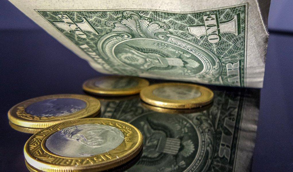 Um Dólar chega a quatro reais. Foto: Rafael Neddermeyer/ Fotos Públicas
