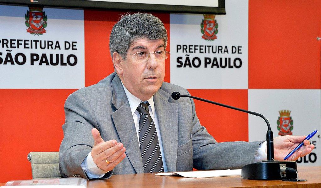 2013-10-03- COLETIVA IPTU - SEC.ANTONIO DONATO APRESENTA OS NOVOS CALCULOS DO IPTU DO MUNICIPIO DE SAO APULO - FOT FERNANDO PEREIRA - SECOM