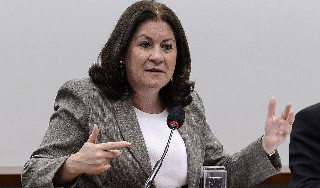10/02/2015- Brasília- DF, Brasil- A ex-ministra do Planejamento Miriam Belchior será confirmada como presidente da Caixa no lugar de Jorge Hereda. O anúncio pode ocorrer ainda nesta terça-feira (10).Na foto Miriam Belchior participa de audiência sobre LDO
