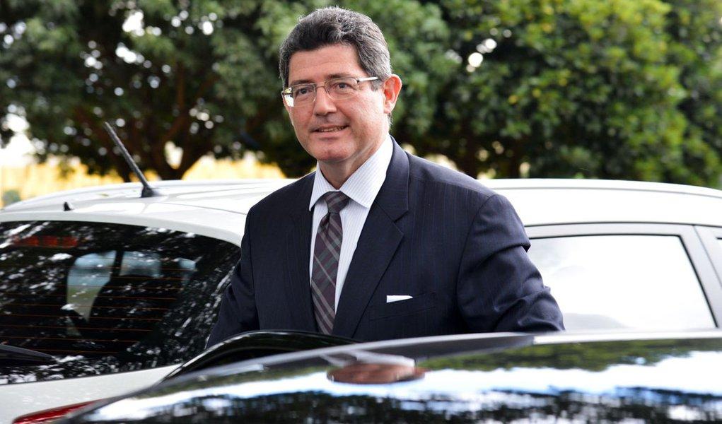 26/03/2015- Brasília- DF, Brasil-  O ministro da Fazenda, Joaquim Lev, chega para reunião do Conselho Monetário Nacional, no ministério.