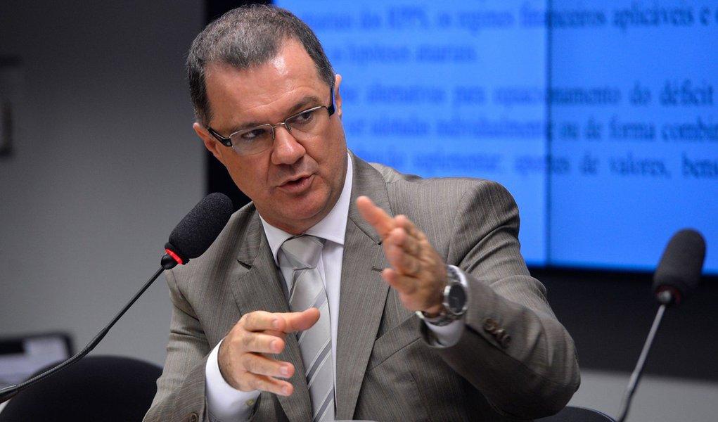 Ministro da Previdência Social, Carlos Eduardo Gabas, fala na Comissão de Fiscalização Financeira e Controle sobre Fundos Previdenciàrios Estaduais (Wilson Dias/Agência Brasil)