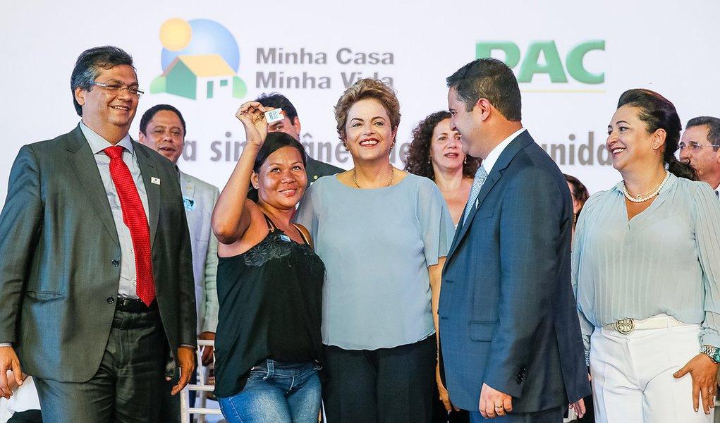 São Luis-MA, 10/08/2015. Presidenta Dilma Rousseff durante cerimônia de entrega de unidades habitacionais em São Luís/MA e entregas simultâneas de unidades em Caxias/MA, em Campo Grande/MS e em Anastácio/MS do programa Minha Casa Minha Vida.