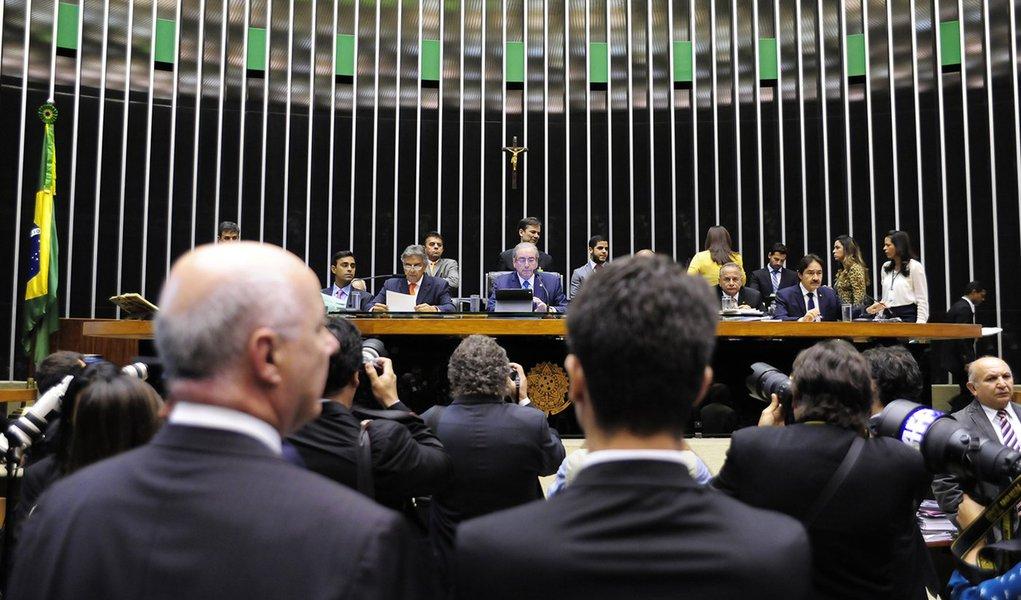 Brasília- DF- Brasil- 03/12/2015- 1º secretário da Mesa Diretora, dep. Beto Mansur (PRB-SP), lê o pedido de impeachment protocolado na Casa contra a presidente Dilma Rousseff. Foto: Alex Ferreira/ Câmara dos Deputados