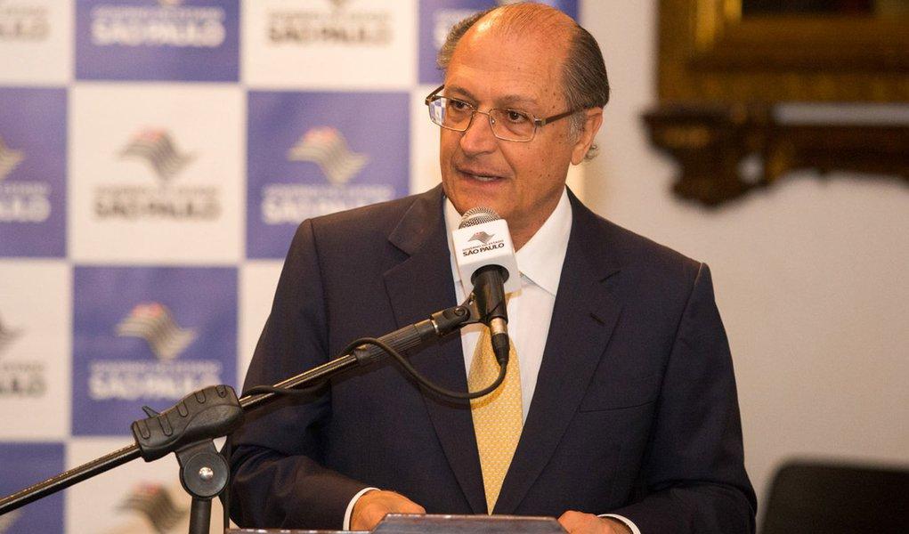 O Governador Geraldo Alckmin, participa de Assinatura de Convenios de saneamento com cinco municípios. Data: 07/05/2015. Local: São Paulo/SP.  Foto: Du Amorim/A2 FOTOGRAFIA