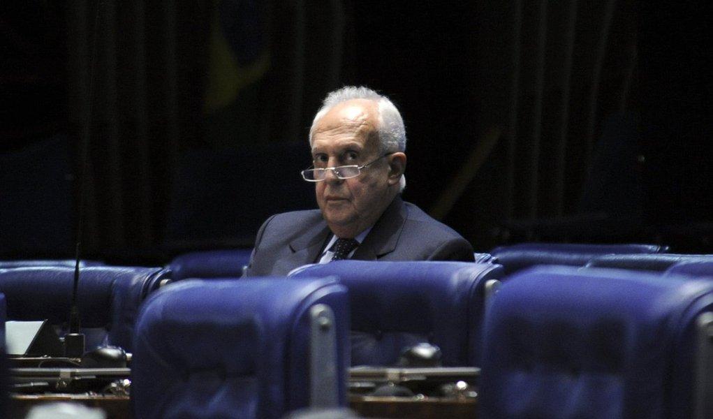 Plenário do Senado Federal durante sessão deliberativa ordinária. À bancada, senador Jarbas Vasconcelos (PMDB-PE). Foto: Geraldo Magela/Agência Senado
