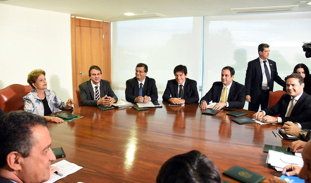 Brasília- DF- Brasil- 25/03/2015- A presidente Dilma reúne-se com os governadores da região Nordeste.  Foto: Humberto Pradera/ SEI