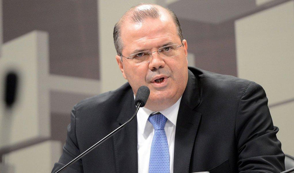 Brasília - O presidente do Banco Central, Alexandre Tombini, fala na Comissão de Assuntos Econômicos (CAE) do Senado, sobre as diretrizes e perspectivas da política monetária (Antonio Cruz/Agência Brasil)