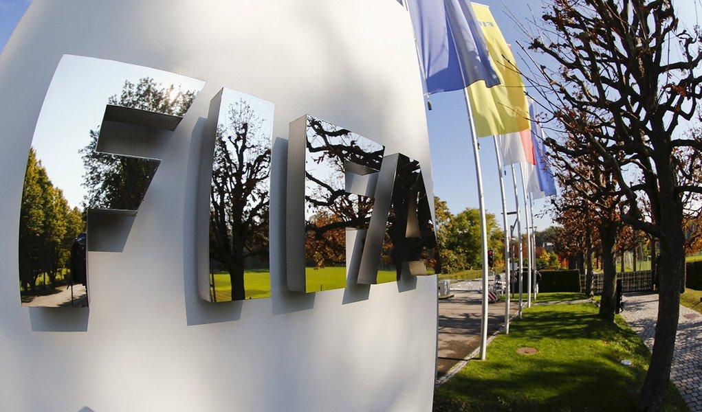 Logo da Fifa na sede da entidade, em Zurique. 03/10/2015 REUTERS/Arnd Wiegmann