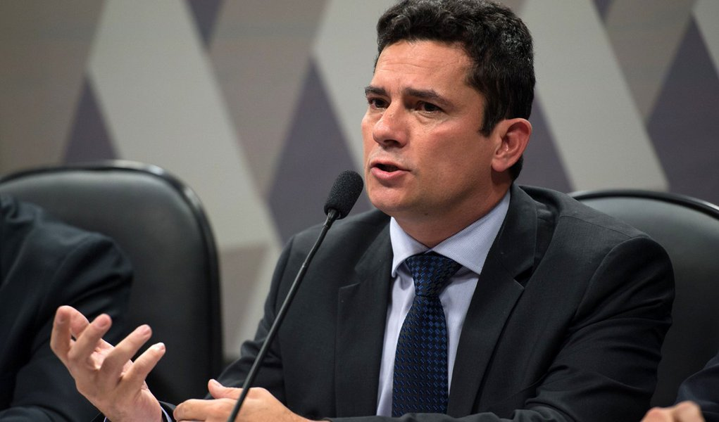 O juiz federal Sergio Moro participa na Comiss�o de Constitui��o, Justi�a e Cidadania (CCJ) do Senado de audi�ncia p�blica sobre projeto que altera o C�digo de Processo Penal (Fabio Rodrigues Pozzebom/Ag�ncia Brasil)