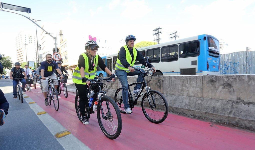 Foto: Fábio Arantes/ Secom O prefeito Fernando Haddad propôsna manhã desta segunda-feira (22), com apoio de cicloativistas, a isenção de tributos estaduais e federais sobre as bicicletas. Em razão do Dia Mundial Sem Carro comemorado hoje, o prefeito perc