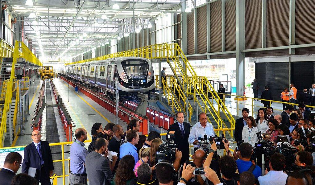 Solenidade de apresentação do 1º trem Linha 4 do metrô. Participam o governador, Luiz Fernando Pezão; o secretário de Transporte, Carlos Roberto Osorio; e o presidente do Metrô, Flávio Almada (Tânia Rêgo/Agência Brasil)