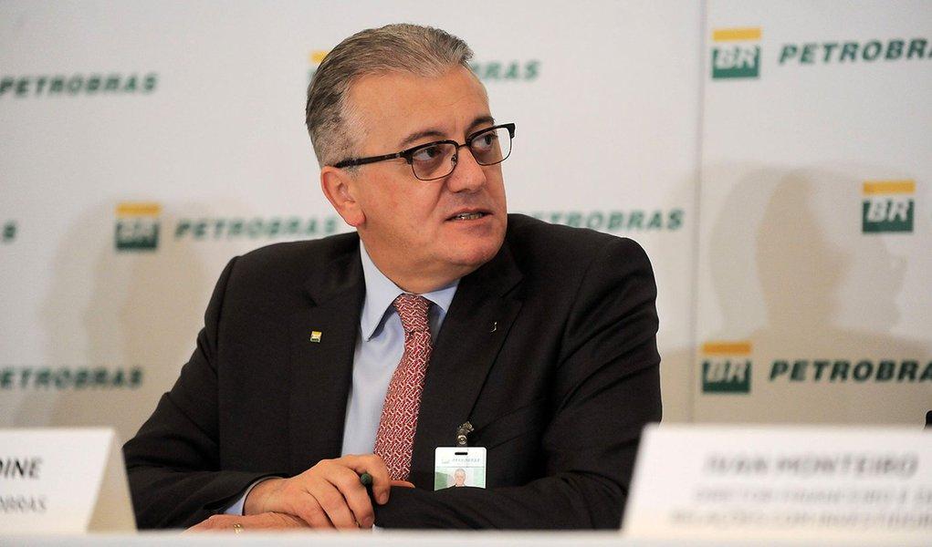 O presidente da Petrobras, Aldemir Bendine, divulga balanço contábil do segundo trimestre de 2015, na sede da companhia, no Rio (Tomaz Silva/Agência Brasil)