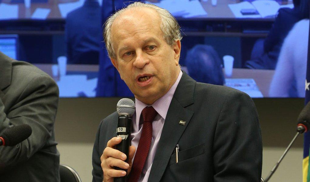 Brasília- DF 10-06-2015 Ministro da educação, Renato Janine Ribeiro, durante audiência púlica para falar sonbre o ENEM Foto Lula Marques
