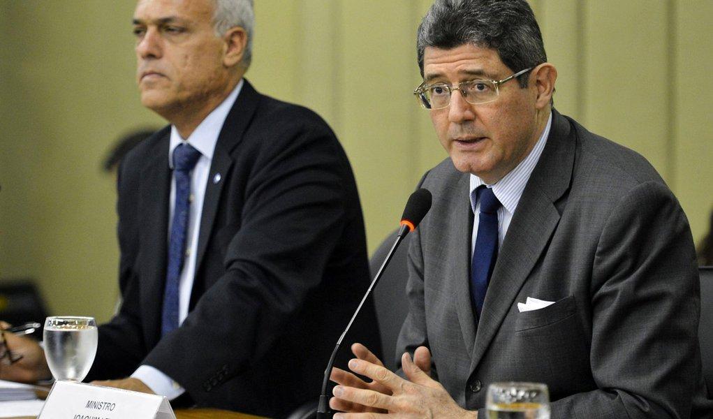 O diretor de Rela��es Globais da OCDE, Marcos Bonturi e o ministro da Fazenda, Joaquim Levy, participam do Semin�rio OCDE, Organiza��o para a Coopera��o e Desenvolvimento Econ�mico (Antonio Cruz/Ag�ncia Brasil)