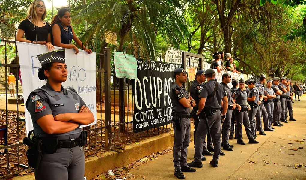 São Paulo - Ocupação por estudantes da Escola Estadual Fernão Dias Paes, em Pinheiros, contra a reorganização das instituições de ensino proposta pela Secretaria Estadual de Educação (Rovena Rosa/Agência Brasil)