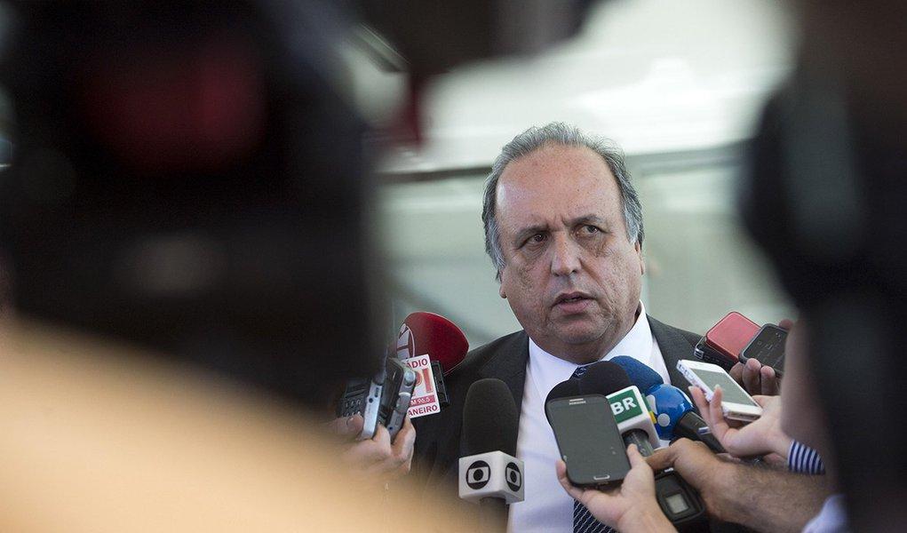O governador do Rio de Janeiro, Luiz Fernando Pezão, após reunião com o Ministro da Fazenda, Joaquim Levy. (Foto: Marcelo Camargo/Agência Brasil)
