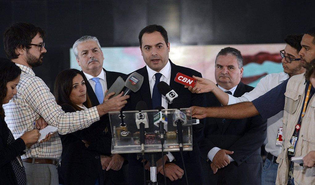 Brasília - O governador de Pernambuco, Paulo Câmara, fala com imprensa após encontro com a presidenta Dilma (José Cruz/Agência Brasil)