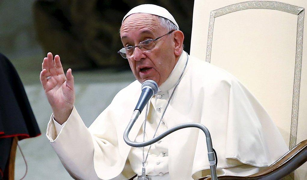 Papa Francisco durante discurso no Vaticano. 07/08/2015 REUTERS/Tony Gentile