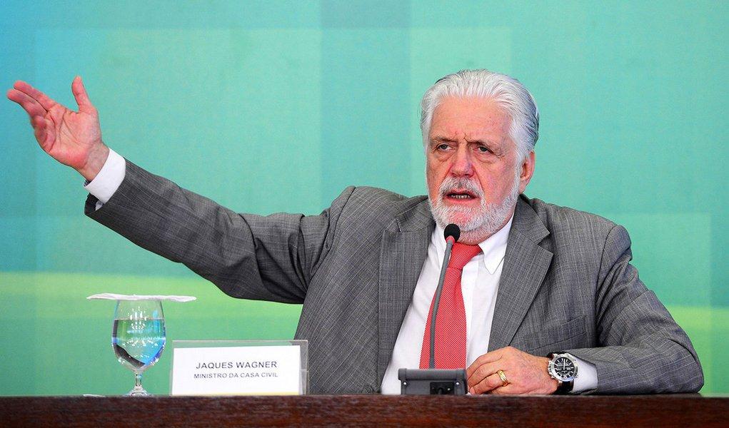 Brasília - O ministro da Casa Civil, Jaques Wagner, durante coletiva após reunião de coordenação política com a presidente Dilma Rousseff, no Palácio do Planalto (Wilson Dias/Agência Brasil)