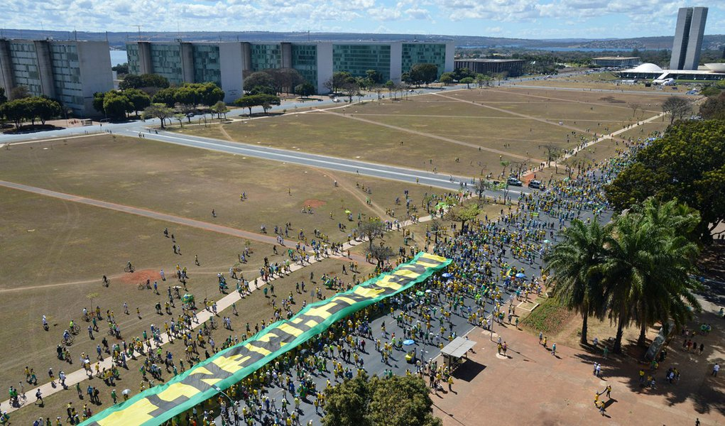 Manifesta��o na Esplanada dos Minist�rios (Antonio Cruz/Ag�ncia Brasil)
