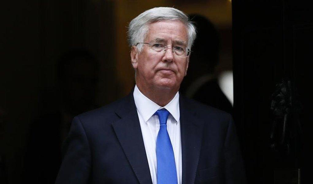 Ministro da Defesa britânico, Michael Fallon, após encontro em Londres. 08/07/2015 REUTERS/Stefan Wermuth