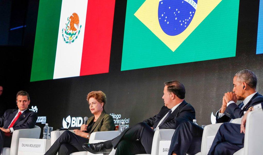 Cidade do Panamá - Panamá, 10/04/2015. Presidenta Dilma Rousseff participa do painel do Foro Empresarial das Américas – Unindo as Américas: Integração Produtiva para o Desenvolvimento Inclusivo. Foto: Roberto Stuckert Filho/PR