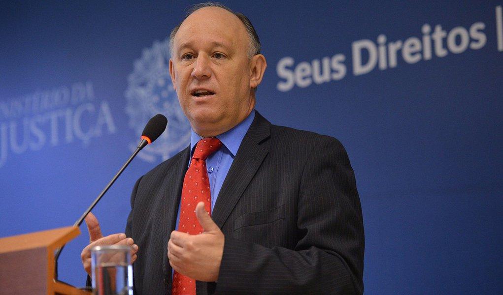 O ministro-chefe da Secretaria de Direitos Humanos, Pepe Vargas fala em coletiva sobre a redução da maioridade penal (José Cruz/Agência Brasil)