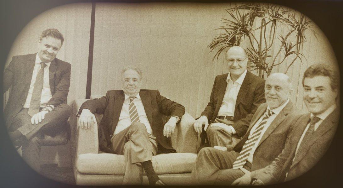 Brasília - O presidente nacional do PSDB, senador Aécio Neves, o ex-presidente da Fernando Henrique Cardoso, e governadores tucanos em reunião na sede da Executiva Nacional do PSDB (Valter Campanato/Agência Brasil)