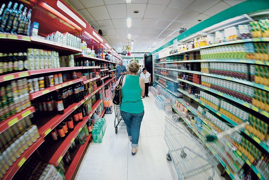 Supermercado, prateleiras, comprando clientes, fregueses