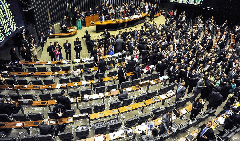 Brasília- DF- Brasil- 06/05/2015- Ordem do Dia - Votação da MPV 665/2014 - do Poder Executivo - que altera a Lei nº 7.998, de 11 de janeiro de 1990, que regula o Programa do Seguro- Desemprego, o Abono Salarial e institui o Fundo de Amparo ao Trabalhador