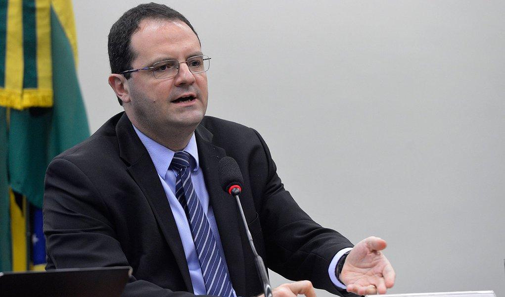 Brasília - O ministro do Planejamento, Nelson Barbosa, fala na Comissão Mista de Orçamento sobre projetos de lei Orçamentária para 2016 e Plano Plurianual para 2016-2019 (Wilson Dias/Agência Brasil)