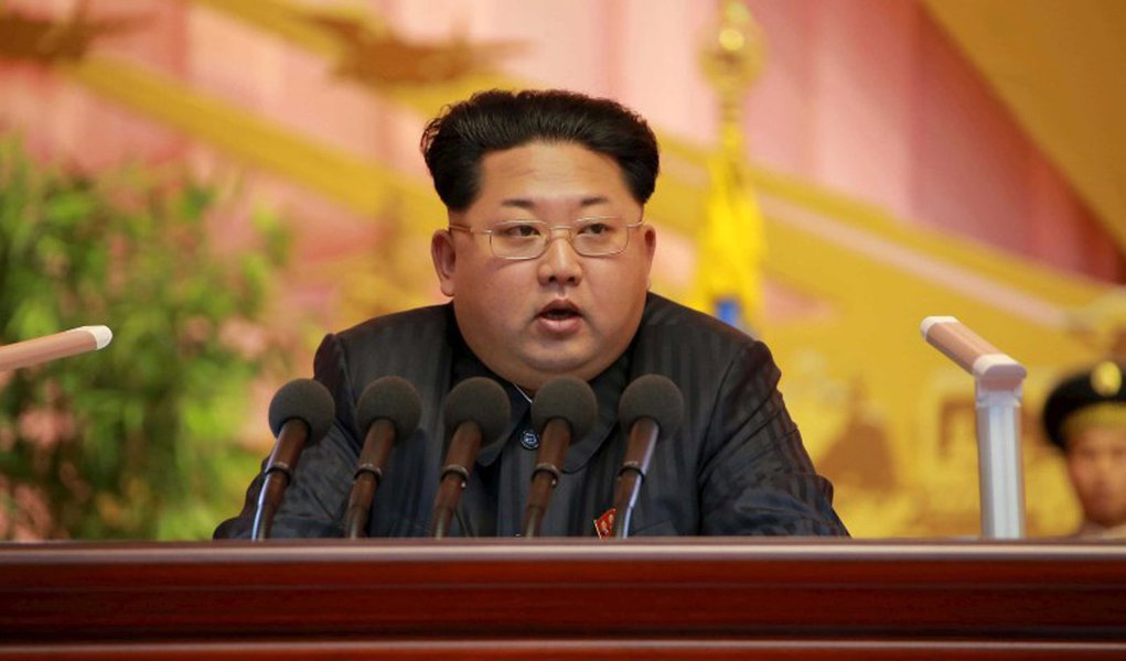 Líder norte-coreano, Kim Jong Un, drante evento militar em Pyongyang. 05/11/2015 REUTERS/KCNA