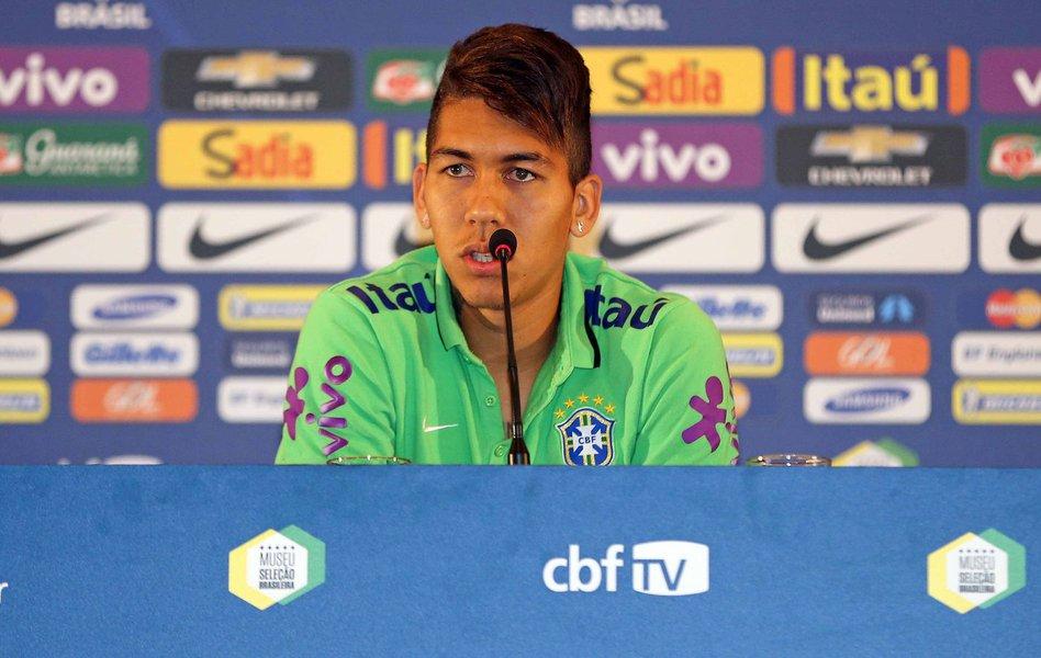 23/06/2015 - Santiago - Chile - Entrevista coletiva com o jogador da Seleção Brasileira de Futebol, Roberto Firmino. Foto: Rafael Ribeiro / CBF