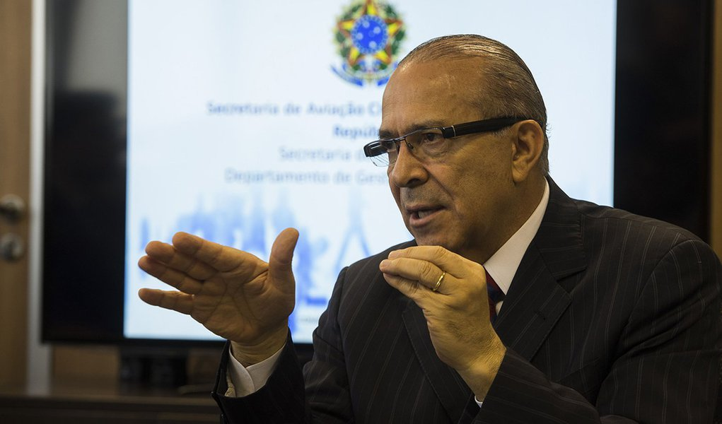Brasília - O ministro da Aviação, Eliseu Padilha, apresenta o resultado da Pesquisa Permanente de Satisfação do Passageiro no terceiro trimestre (Marcello Casal Jr/Agência Brasil)