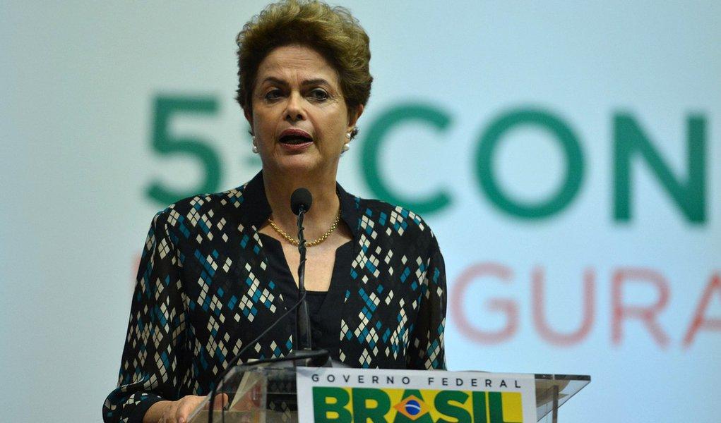Bras�lia - A presidenta Dilma Rousseff participa da abertura da 5� Confer�ncia Nacional de Seguran�a Alimentar e Nutricional, no Centro de Conven��es Ulysses Guimar�es (Valter Campanato/Ag�ncia Brasil)
