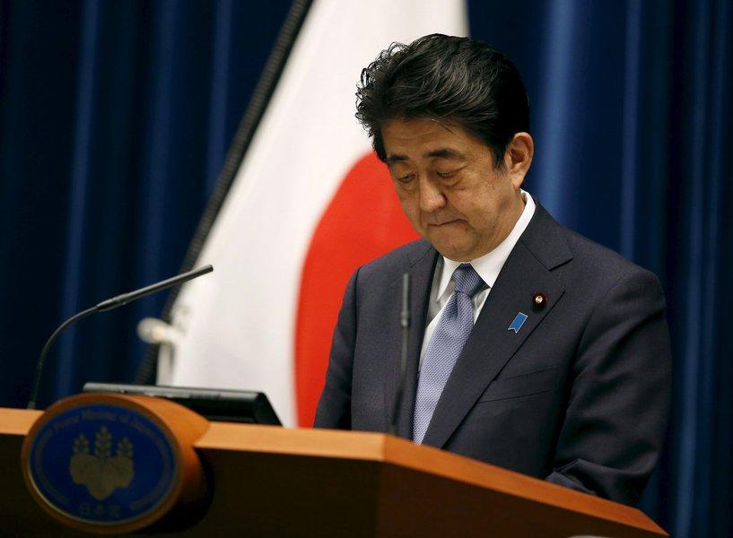 Primeiro-ministro do Japão, Shinzo Abe, durante discurso sobre os 70 anos do fim da Segunda Guerra Mundial, em Tóquio. 14/08/2015 REUTERS/Toru Hanai