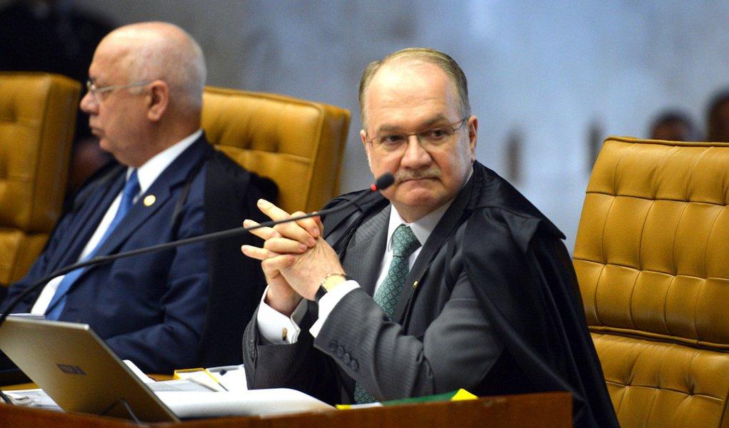 Brasília - Ministro Edson Fachin, durante sessão do Supremo Tribunal Federal para julgar como deve ser o rito de tramitação do processo de impeachment da presidente Dilma Rousseff no Congresso (José Cruz/Agência Brasil)