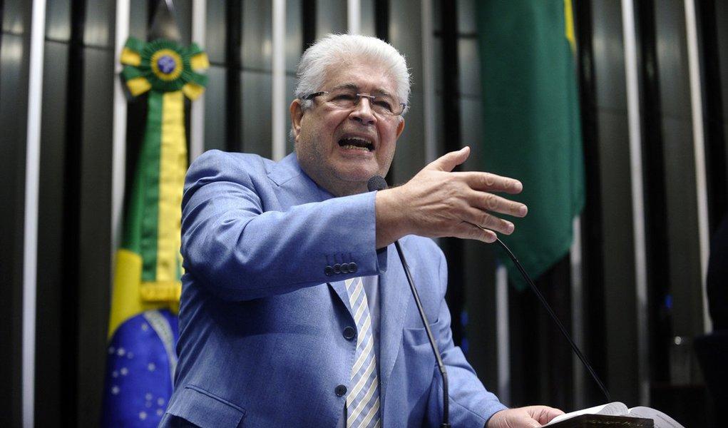 Plenário do Senado durante sessão deliberativa ordinária. Em discurso, senador Roberto Requião (PMDB-PR). Foto: Marcos Oliveira/Agência Senado