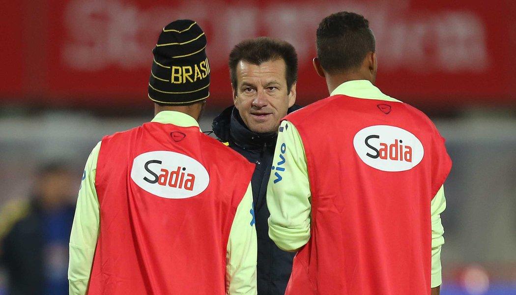 Dunga comanda o treino da Seleção Brasileira de futebol no Estádio Ernst Happel, em Viena