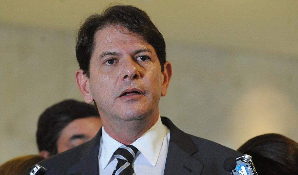 Brasília - O governador do Ceará, Cid Gomes, fala à imprensa após encontro com a presidenta Dilma Rousseff no Palácio do Planalto