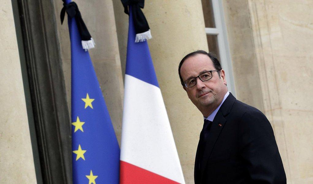 Presidente francês, François Hollande, chega ao Palácio do Eliseu após visitar centro de crise do Ministério do Interior em Paris. 09/01/2015 REUTERS/Philippe Wojazer