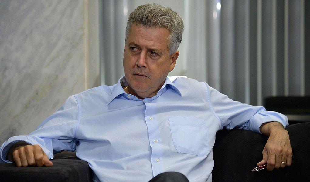 Brasília- DF- Brasil- 09/01/2015- Governador do DF, Rodrigo Rollemberg com representantes do Sindicato Dos Empregados em Eestabelecimentos de Serviços de Saúde de Brasília-DF (Wilson Dias/Agência Brasil)