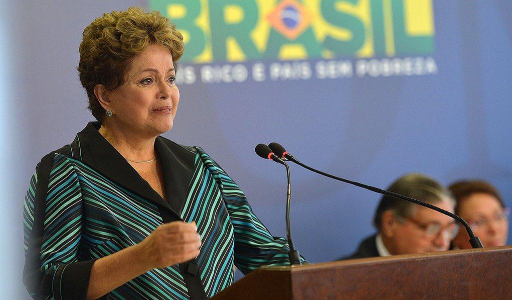 Comissão Nacional da Verdade (CNV) entrega o relatório final dos trabalhos à presidenta Dilma Rousseff (Antonio Cruz/Agência Brasil) - Assuntos: Comissão da Verdade, Dilma, Justiça, relatório