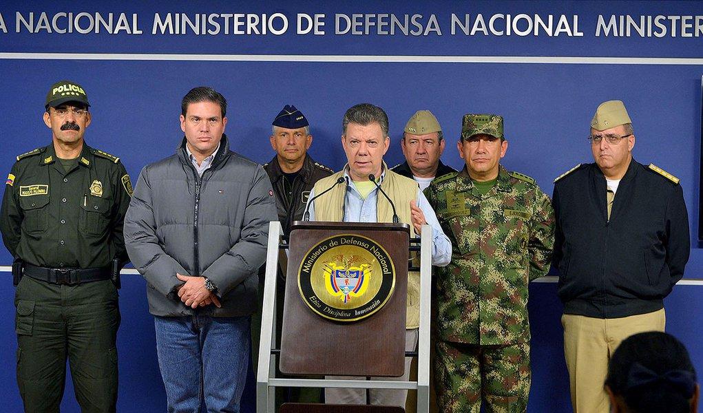 Presidente da Colômbia, Juan Manuel Santos, durante coletiva de imprensa em Bogotá. 16/11/2014. REUTERS/Javier Casella/Colombian Presidency/Handout via Reuters