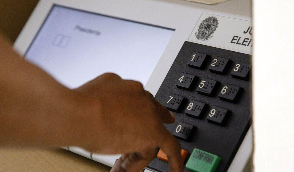 Eleições 2014 - Voto em trânsito no IESB, Asa Sul, Brasília. Foto: Marri Nogueira/ Agência Senado
