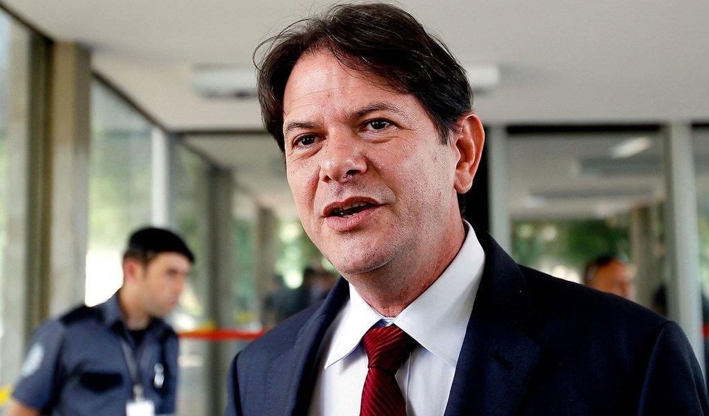 BRASILIA, DF, 29.01.2014 CID GOMES EDUCACAO O governador do Ceara, Cid Gomes chega para reuniao com o ministro da Educacao, Aloizio Mercadante, no  Ministerio da Educacao, em Bras