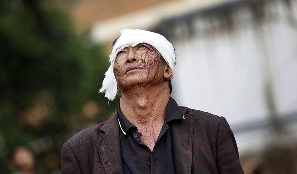 Homem ferido após terremoto na província de Yunnan no domingo, no sudoeste da China. 4/08/2014.  REUTERS/China Daily